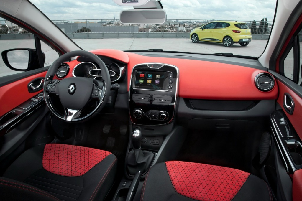 2013-Renault-Clio-Mk4-42[2]