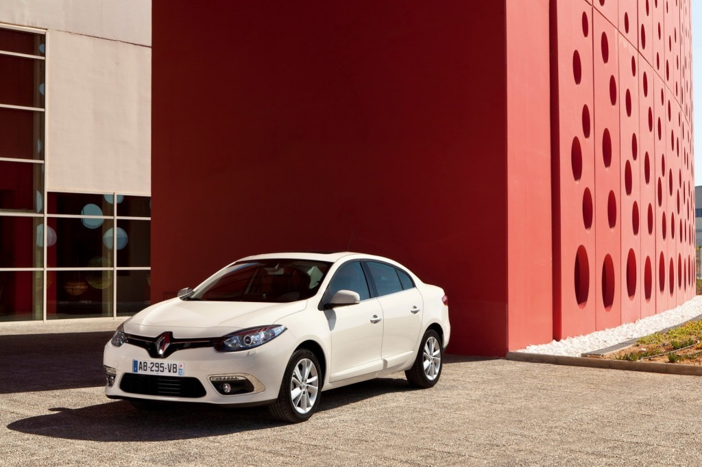 2013-Renault-fluence-3[5]