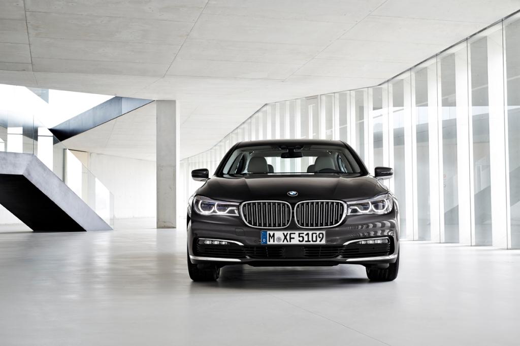 BMW 7-Serisi Ön (2)
