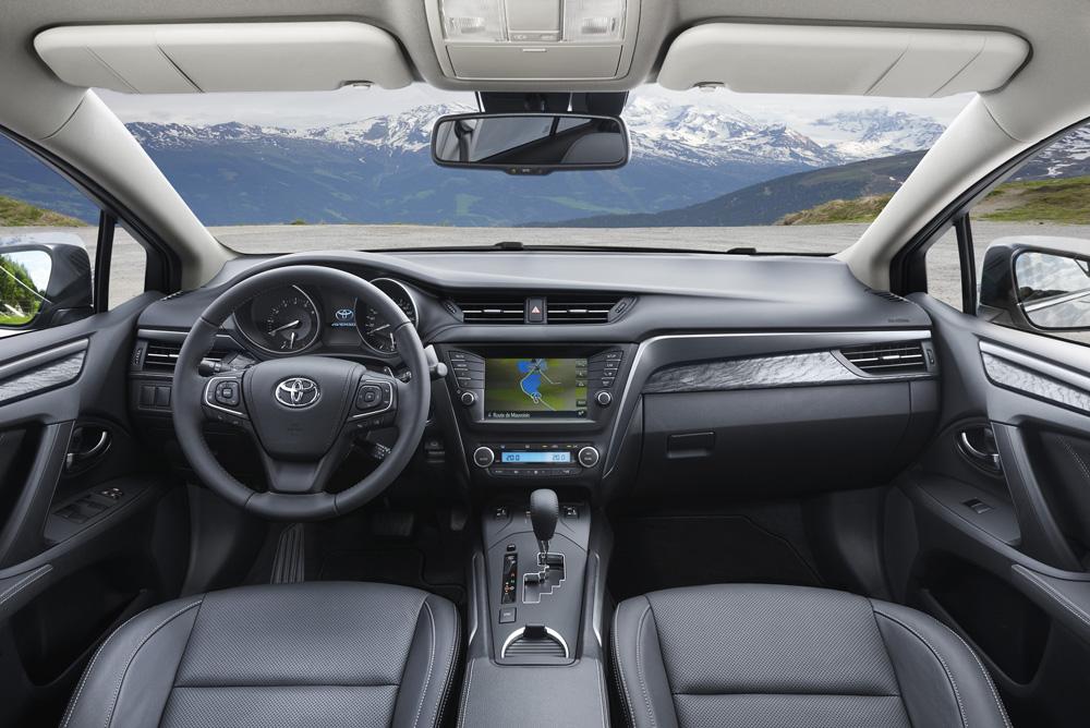 Toyota Avensis İç 2